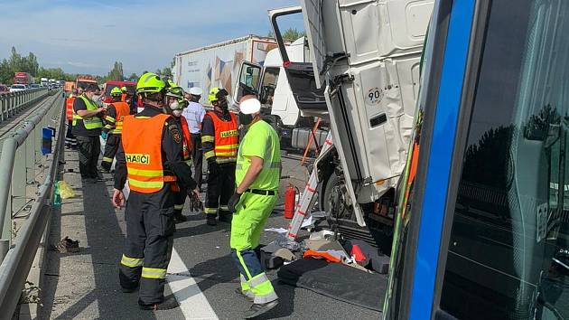 U Rudné u Prahy na dálnici bouraly tři kamiony.