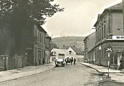 V ulicích Králova Dvora bývalo rušno i v roce 1942.
