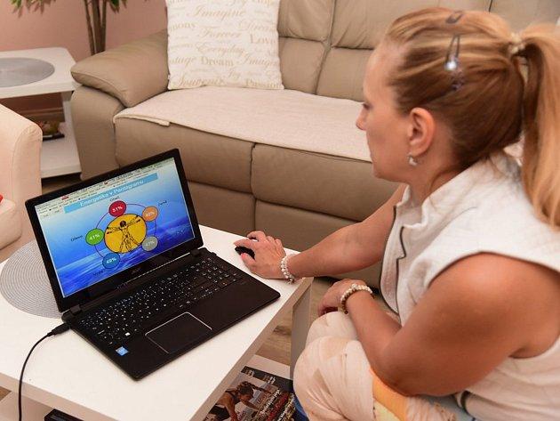 Návštěvníci si mohli vyzkoušet různé jogové techniky i pomůcky.