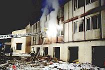 Hasiči při požáru berounského Hobexu zachraňovali bezdomovce