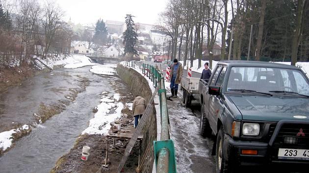 Červený potok - oprava hráze a silnice