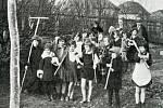 Děti ze školy v králodvorských Počaplech rády pracovaly na zahradě.