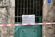 Po celé obci Srbsko u Berouna platí zóna zákazu stání. Srbští si totiž nepřejí, aby v době šíření koronaviru v obci parkovali turisté a návštěvníci.
