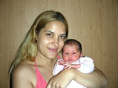 Rodičům Žanetě Eberlové a Markovi Tomkovi z Rudné se 21. června narodila dcerka Laura. Holčička vážila po porodu 2,90 kg a měřila rovných 50 cm. Laurinku budou dětským světem provázet bráškové Kristián Potyš (10,5) a David Tomko (3,5).