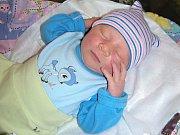 PRVNÍ miminko, syn Vojtěch Bareš, se narodil 12. listopadu 2017 mamince Heleně Veverkové a tatínkovi Milanovi Barešovi. Vojtíšek vážil po příchodu na svět 3,39 kg a měřil 50 cm. Novopečená rodinka má domov na Sázavě v Bělokozlech.