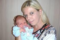 LENKA Břízová z Hořovic chová v náručí prvorozeného syna Davida, který se jí narodil 29. srpna 2016. David Grunt si nenechal narození Davídka ujít a byl u toho, když mu sestřičky na porodním sále navážily 3,50 kg a naměřily 50 cm.