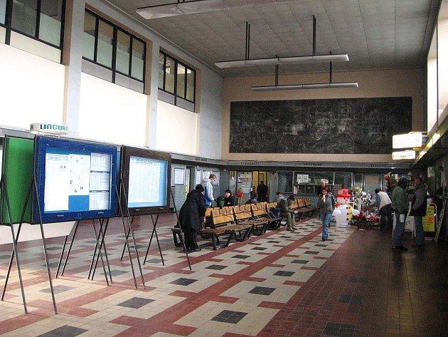 Podle jedné z oslovených cestujících je v nejhorším stavu právě hala berounského vlakového nádraží