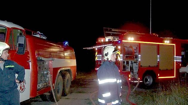 Hasiči hasili požár v bývalém kravíně