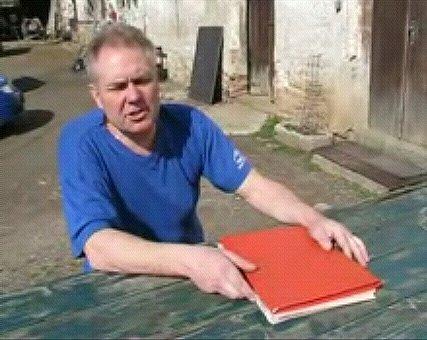 Květoslav Šebela požaduje po městu Beroun, aby z jeho pozemků vyklidilo statisíce tun odpadu.