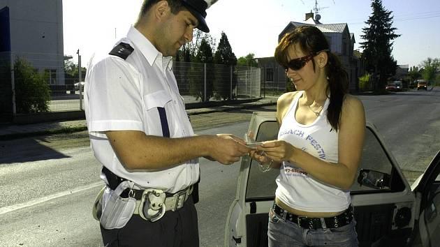 KONTROLA.  Policisté se namátkově zaměřují i na alkohol.