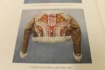 V devatenáctém století se nosily například i takovéto kabátky, které byly součástí krojů.