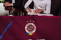 Martin Vitík prodloužil před Euro U21 smlouvu ve Spartě.