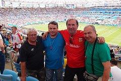 Radek Pergler (druhý zprava) na slavném stadionu Maracaná s kamarády.