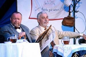 V rolích členů správní rady pivovaru se v muzikálu Postřižiny mimo jiné představí populární moderátor i herec Jan Rosák a zastupitel města Dobřichovice Petr Kaplan.