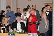 Úžasná atmosféra i zábava. Tak hodnotili sobotní návštěvníci berounského kulturního domu Plzeňka letošní městský ples, který byl k uctění stého výroční založení republiky v duchu Retro.
