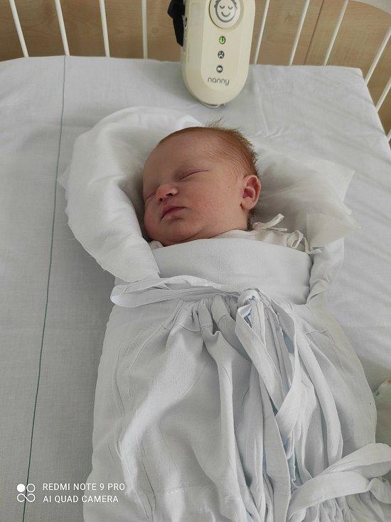 Ema Kováříková se narodila 24. května 2021 v kladenské porodnici. Po porodu vážila 3010 g a měřila 48 cm. S maminkou Vendulou Sochorovou a tatínkem Zdeňkem Kováříkem bude bydlet v Kladně.