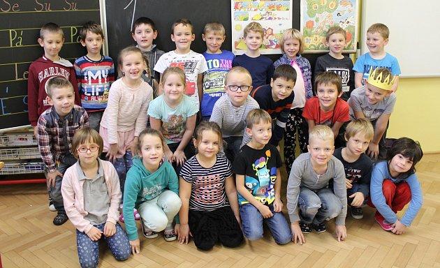 Prvňáčci ze ZŠ T. G. Masaryka Komárov pod vedením učitelky Evy Štochlové.