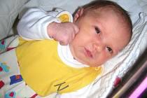 Prvorozenou dcerku Emu manželé Veronika a Adam Abonyiovi přivítali společně na světě ve středu 31. července. Emička vážila po porodu 3,62 kg a měřila 49 cm. Domov má novopečená rodinka v Praze.
