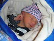 DENIS Vlček spatřil prvně světlo světa 11. ledna 2018. Manželé Kateřina a Petr Vlčkovi si prvorozeného syna odvezli z porodnice domů do Hvozdce.