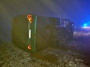 Nehoda autobusu v Mníšku pod Brdy.