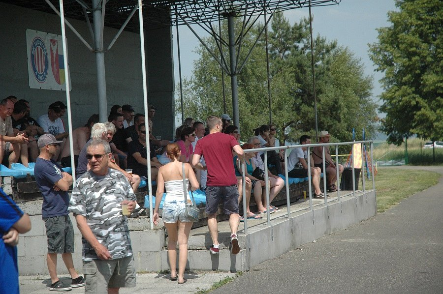 Fotbalisté Tlustice i přes prohru se Žebrákem v posledním kole měli důvod k oslavě.