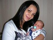 SEBASTIAN Jíra z Prahy si spokojeně hoví u maminky Michaely, která ho přivedla na svět 7. září 2017. Sebastianek vážil po porodu 3,24 kg a měřil rovných 50 cm. Z nového člena se radují bráška Honzík (5 let) a tatínek Martin, který vybral synovi jméno.