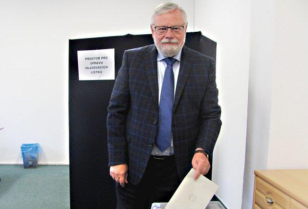 Jiří Oberfalzer byl zvolen senátorem.