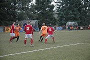V Drozdově se sice hráči Tetína (v oranžovém) snažili, ale góly stříleli produktivnější hráči domácích, kteří poskočili v tabulce na sedmé místo.