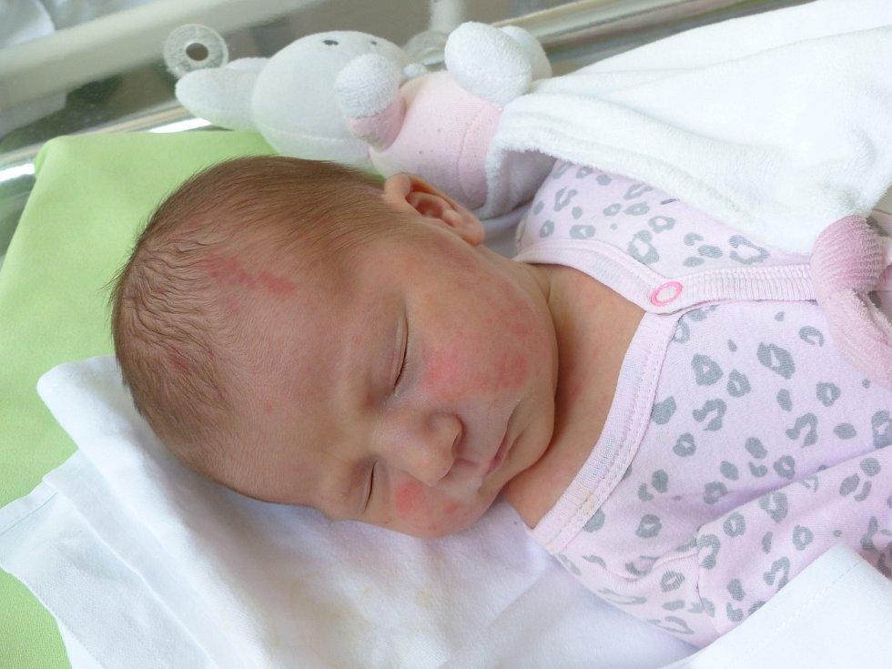 Eliška Matoušová se narodila 26. července 2021 v kolínské porodnici, vážila 3380 g a měřila 49 cm. Do Uhlířských Janovic odjela s maminkou Kristýnou a tatínkem Ondřejem.