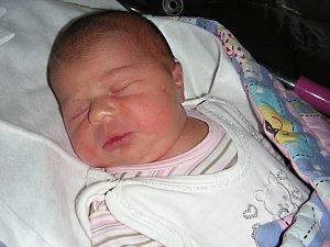 MANŽELŮM Míše a Petrovi Kaiserovým z Prahy se narodilo první miminko, dcera Ella. A protože má tatínek rád číslo 4, Ellinka se rozhodla přijít na svět 14. 4. 2018. Holčička vážila po porodu 3,62 kg a měřila rovných 50 cm.