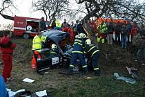 Havárie závodního vozidla automobilového závodu Erzetka Tmaň
