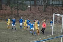 Jaro otevřeli starší dorostenci Hořovicka (v modrém) výhrou.
