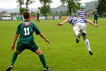 Králodvorský Michal Červenka (vlevo)  se v utkání dostal do řady šancí, gólem ale neskončila ani jedna.
