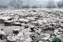 Ledové kry nakonec Berounku neucpaly