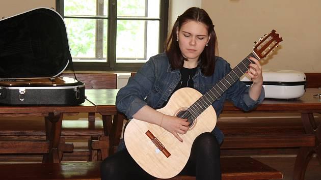 V prostorách starobylého hradu Křivoklát se uskutečnil další už 14. ročník Mistrovských kytarových kurzů.