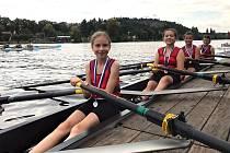 Veslaři a veslařky Lomomotivy Beroun. Mladší žačky vybojovaly svou první medaili ve složení Kocourková, Bohátková, Horská, Domanská