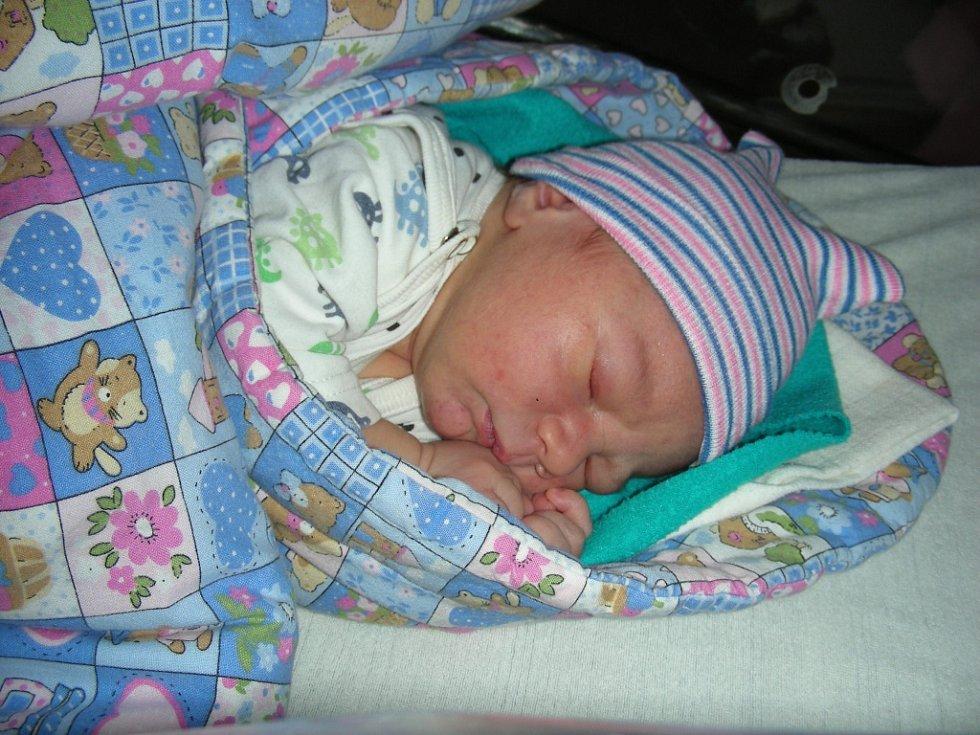 NOVOPEČENÝ tatínek Daniel Stíbal z Mořiny si nenechal ujít narození syna Jakuba, kterého přivedla na svět maminka Eva Machalická 4. března 2018. Kubíček Stíbal se mohl po porodu pochlubit pěknou váhou 3,84 kg a mírou 52 cm.