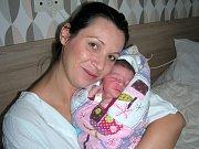 MAMINKA Kateřina Andělová ze Zbirohu chová v náručí dcerku Anetu, které vybral křestní jméno tatínek Pavel Mezey. Anetka Mezeyová se narodila 10. září 2017, vážila 3,50 kg a měřila 50 cm. Ze sestřičky se raduje bráška Matyášek Max (4,5 roku).