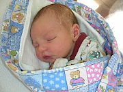 PRVNÍ miminko, syn Vojta, se narodil v pátek 16. března 2018 manželům Marii a Michalovi Proškovým. Vojtovi sestřičky na porodním sále navážily 3,30 kg a naměřily 49 cm. Rodiče připravili pro chlapečka postýlku a hračky doma v Žebráku.