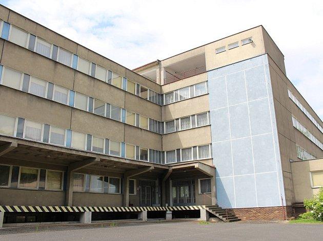 Tajná záložní nemocnice ve Hředlích u Berouna má po dlouhé době nového majitele. Ve výběrovém řízení na prodej nemocnice zvítězila nabídka přesahující 26 milionů korun.