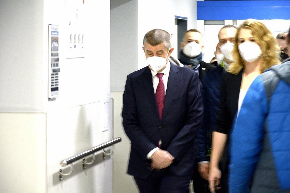 Premiér Andrej Babiš při prohlídce Nemocnice Hořovice.