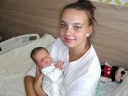 NOVOPEČENÁ maminka Nikola Šustrová z Hořovic chová v náručí syna Jiřího, který se jí narodil 17. srpna 2017. Chlapeček v ten den vážil 3,27 kg a měřil 48 cm. Tatínek Jiří Pokorný má z prvorozeného syna Jiříčka velkou radost.