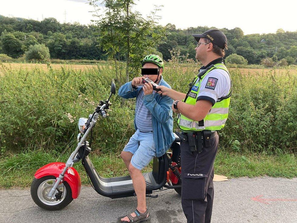 Kontrola cyklistů, kterou prováděla Městské policie Beroun ve spolupráci s dopravní policií.
