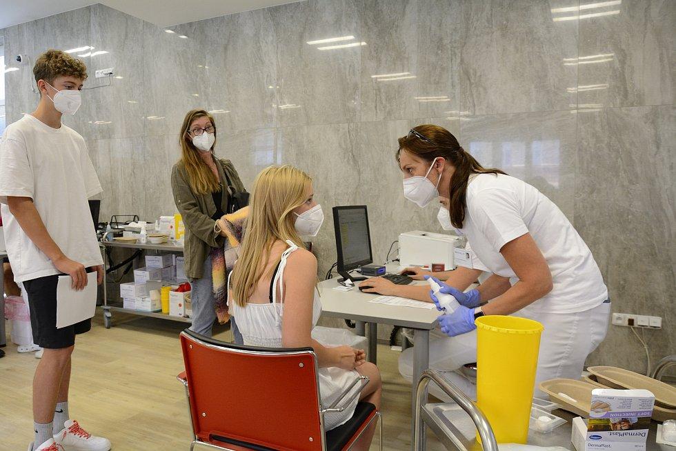 Očkování dětí proti koronaviru v Rehabilitační nemocnici v Berouně.
