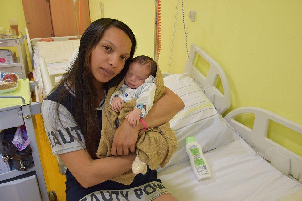 Artur Musil se Nikole Lovašové a Davidu Musilovi narodil v benešovské nemocnici 11. května v 9.15 hodin, vážil 2770 gramů. Doma v Kácově na něj čekali sourozenci Vanessa (6) a Alexandr (3).