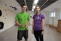 Online cvičení s Naty a Oskarem v tělocvičně Domu dětí a mládeže v Berouně.