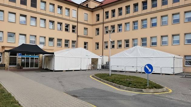 Takzvaný filtrační stan před vstupem do Nemocnice Hořovice.