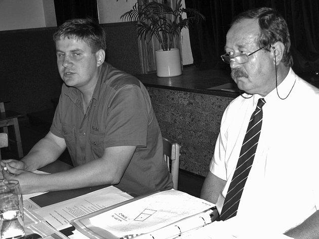 Karel Mencl(vpravo)