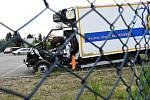 Zranění neslučitelné se životem, kdy už přivolaní záchranáři nemohli jakkoli pomoci, utrpěl v sobotu ráno 22letý řidič dodávky.