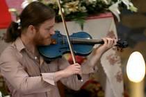 Návštěvníci Tetína zažili v sobotu 23. června zcela ojedinělý slavnostní koncert houslisty Pavla Šporcla.